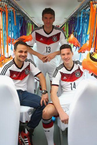 Foto: Die WM 2014 Trikots von Deutschland für wöhrend des Turniers. (Quelle: adidas)