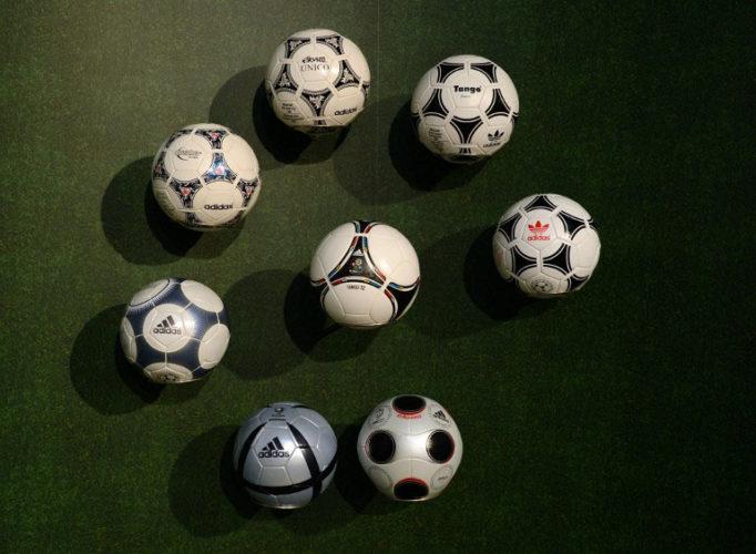 Auch die offiziellen Spielbälle der Europameisterschaften bis 2012 komme von adidas (AFP PHOTO/CHRISTOF STACHE)