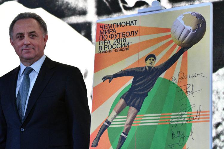 Der russische Fußball-Minister Vitaly Mutko, Vorstand des FIFA World Cup Russia Local Organizing Committee, vor dem offiziellen FIFA World Cup Poster. AFP PHOTO / Mladen ANTONOV