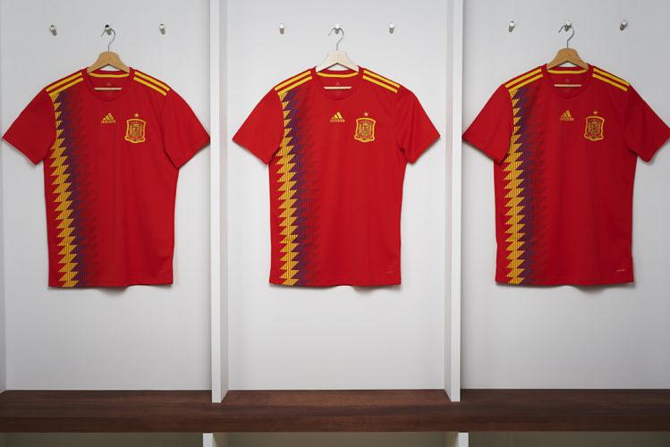 Das neue Spanien Trikot zur Fußball-Weltmeisterschaft 2018 von adidas. (Foto presse adidas)