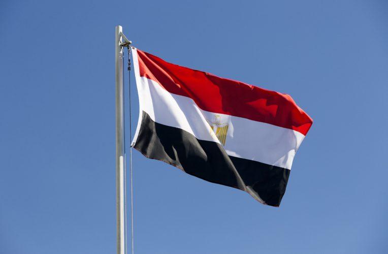 Ägyptens Fahne im Wind. Das WM Trikot der Ägypter ist in den gleichen Farben gehalten. Photo: Shutterstock!