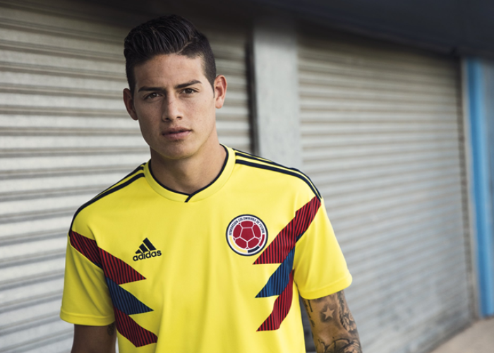 Das neue Adidas Kolumbien Trikot an Superstar und Nummer 10 James Rodriguez. Photo: Adidas Presse.