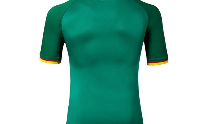 Auch beim Auswärtstrikot ist auf dem Nacken die Landesfahne des Senegal zu sehen.