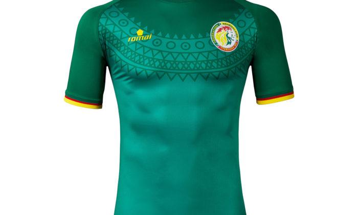 Das 2017er Away Trikot von Senegal von Ausstatter Romai. Bei der WM 2018 wird man jedoch mit bislang unbekannten Trikots von Puma ins Rennen gehen.