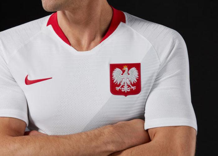 Polens neues Heimtrikot in der Nahaufnahme: Der Streifenlook gehört durch das neue Nike Template zu allen Trikots des Herstellers.