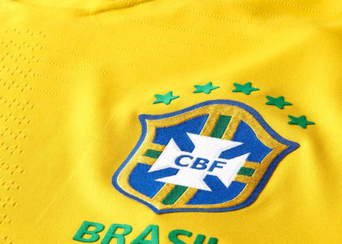 Das Wappen des CBF auf dem neuen Heimtrikot von Brasilien. Photo: Footyheadlines.
