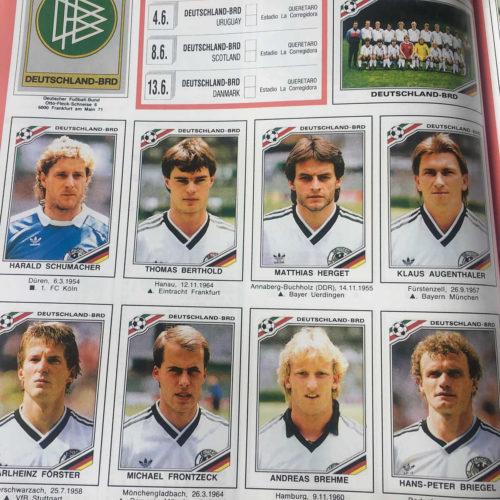 Der deutsche Kader im Panini Heft 1986 - schon seit 1970 werden die Fußball-Weltmeisterschaften in den bekannten Panini-Heften verkauft.