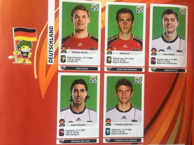 Deutsche Nationalspieler im Panini Stickeralbum 2010.