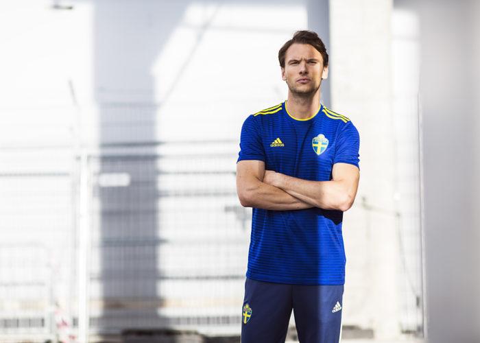 Schwedens neues 2018 Auswärtstrkot beim Photoshooting. Photo: Adidas Presse.