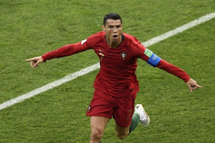 Portugal's Cristiano Ronaldo feiert sein 3.Tor an diesem Abend gegen Spanien in Sochi am 25.Juni 2018. / AFP PHOTO / Jonathan NACKSTRAND