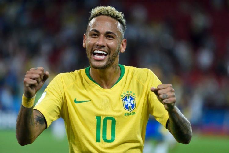 Brasiliens Neymar bei der Fußball WM gegen Serbien in der WM-Vorrunde (Alizada Studios / Shutterstock.com)