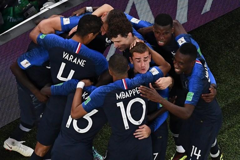 Frankreichs Abwehrspieler Samuel Umtiti erzielt das gewinnbringende 1:0 gegen Belgien. Frankreich steht nun im WM-Finale. / AFP PHOTO / Jewel SAMAD /